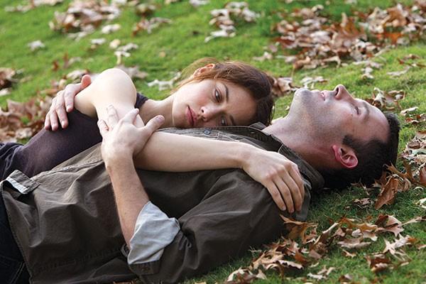 Like leaves in the grass: Olga Kurylenko and Ben Affleck