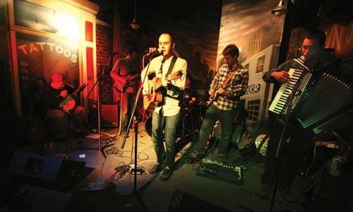 Nik & the Central Plains live at Thunderbird Caf - HUGH TWYMAN
