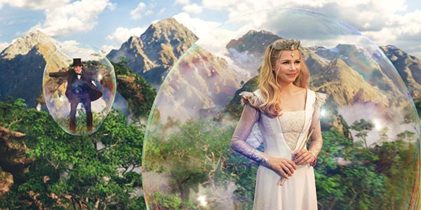 Oscar (James Franco) and Glinda (Michelle Williams) make use of bubble transport.