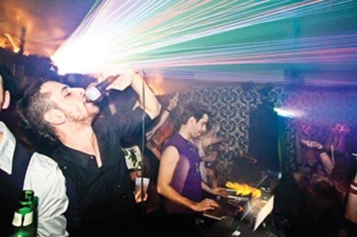 qu qu? DJs Cucitroa (right) and James Gyre