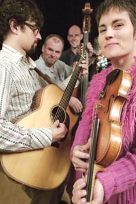 Rootz featured performers Rani Arbo & daisy mayhem
