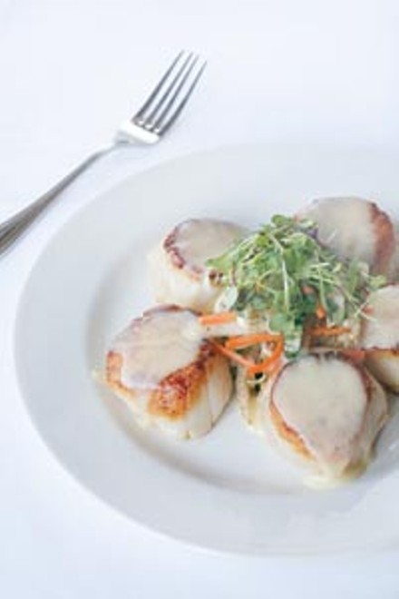 Seared scallops in vanilla-butter sauce with sauteed Asian vegetables - HEATHER MULL