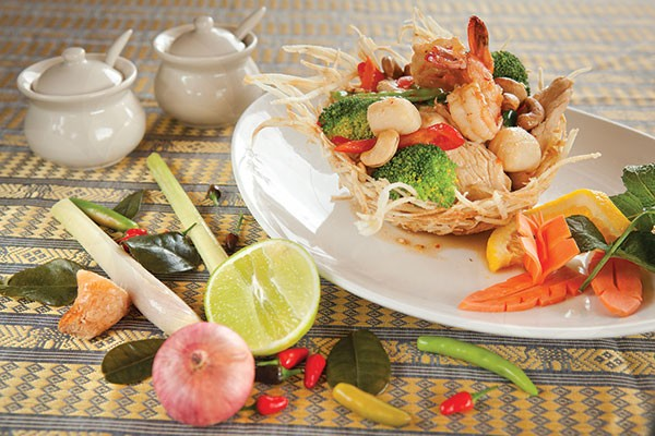 Tropical bird's nest Thai dish