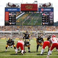 Ben Roethlisberger stands behind center in the red zone against the Kansas City Chiefs.