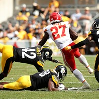 Kareem Hunt of the Kansas City Chiefs avoids being tackled by Vince Williams, Morgan Burnett, and Cameron Sutton.