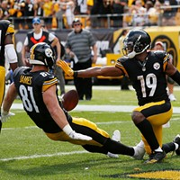 JuJu Smith-Schuster celebrates his touchdown with teammate Jesse James.