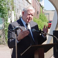 Former U.S. Congressman John Murtha speaking at the former-PPG redevelopment site groundbreaking in 2002