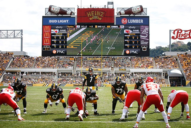 Ben Roethlisberger stands behind center in the red zone against the Kansas City Chiefs. - CP PHOTO: JARED WICKERHAM