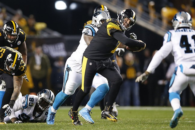 Roethlisberger uses his feet to pick up a first down. - CP PHOTO: JARED WICKERHAM