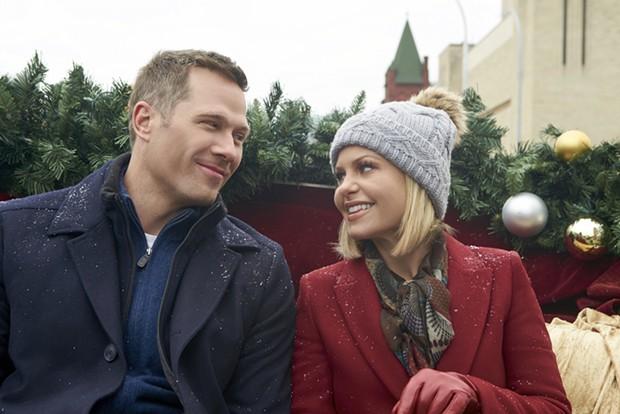 Ah, Christmas ghost-induced love - CROWN MEDIA