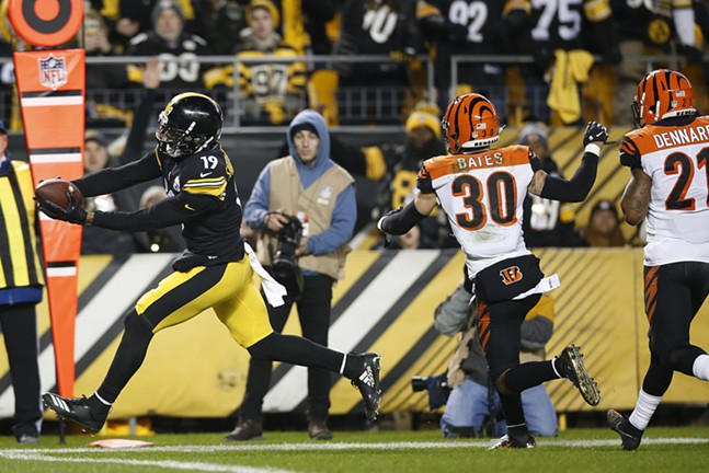 JuJu Smith-Schuster reaches for the Steelers only touchdown of the game. - CP PHOTO: JARED WICKERHAM