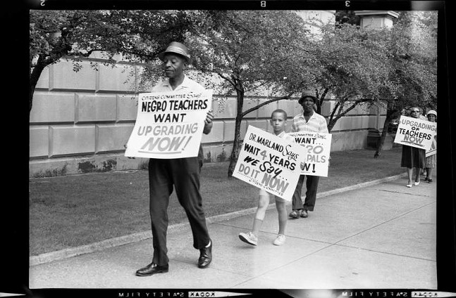 """A 1968 photograph of protesters marching outside Pittsburgh Board of Education building, Bellefield Avenue, Oakland by Charles """"Teenie"""" Harris - © CARNEGIE MUSEUM OF ART, CHARLES """"TEENIE"""" HARRIS ARCHIVE"""