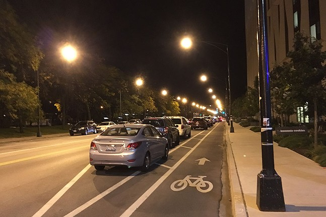 A parking-protected bike lane in Chicago, 2017 - WIKI COMMONS