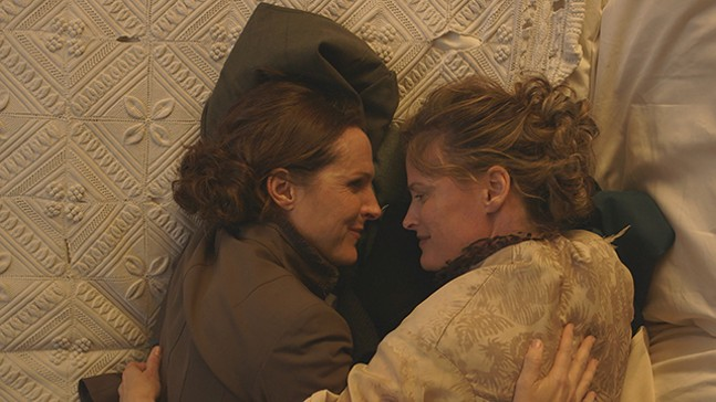 Emily Dickinson (Molly Shannon) and her longtime partner, Susan (Susan Ziegler) - GREENWICH ENTERTAINMENT