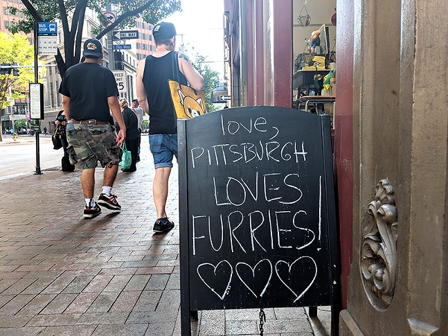 Furry love outside love, Pittsburgh