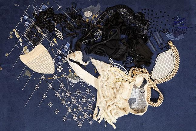 Studio shot of Indecent Exposure - PHOTOS: THÉO BIGNON