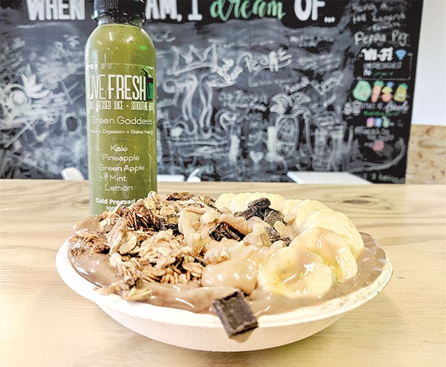Green Goddess juice and cocoa banana nut Bliss Bowl - CP PHOTO: MAGGIE WEAVER