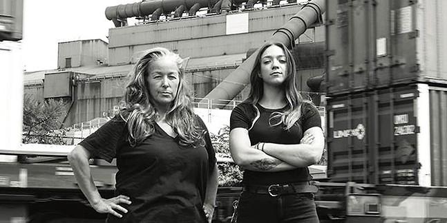 Dee Briggs and Saige Baxter - CHRIS UHREN