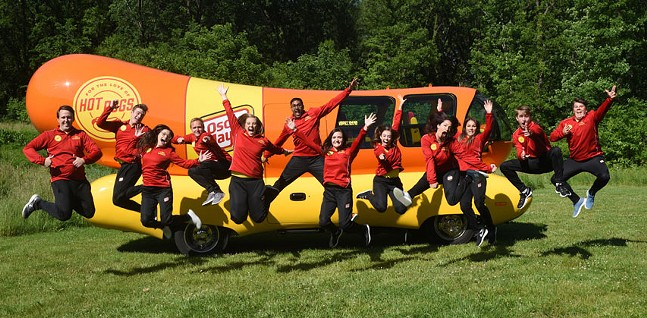The 2019 Hotdoggers!🌭This could be you, college grad! - PHOTO: KRAFT HEINZ