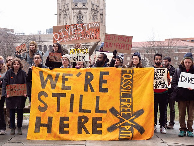 University of Pittsburgh alumni call for the university to divest from fossil fuel companies - PHOTO: MARK DIXON/BLUE LENS, LLC