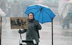 Yu (Gong Li) waits for her husband to come home
