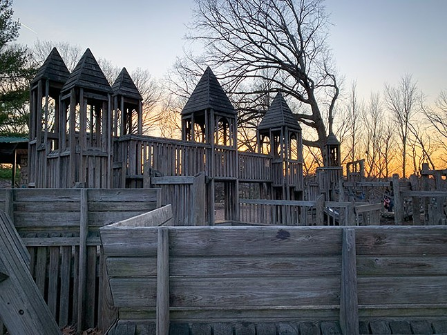 Super Playground in Highland Park - CP PHOTO: KIMBERLY ROONEY 高小荣