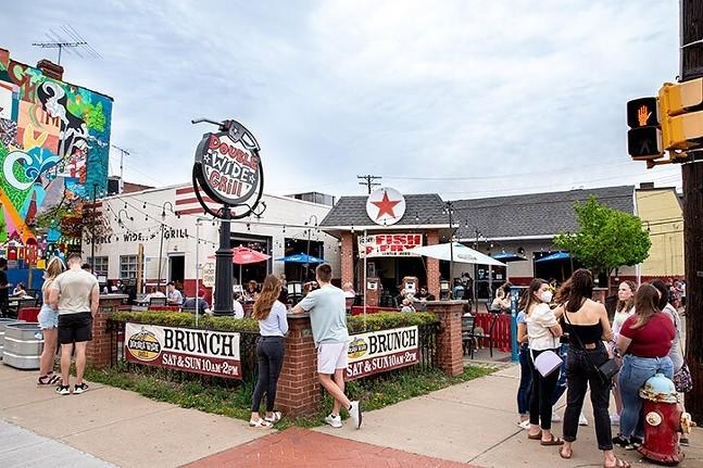 Outdoor diners in Pittsburgh's South Side neighborhood - CP PHOTO: KAYCEE ORWIG