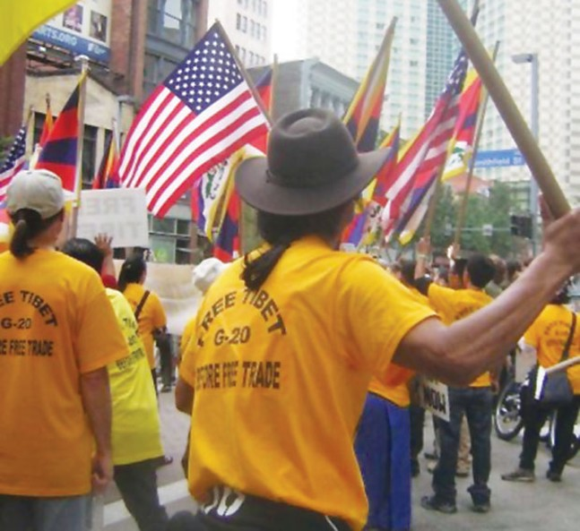 Free Tibet protesters during the 2009 G-20 - CP FILE PHOTO
