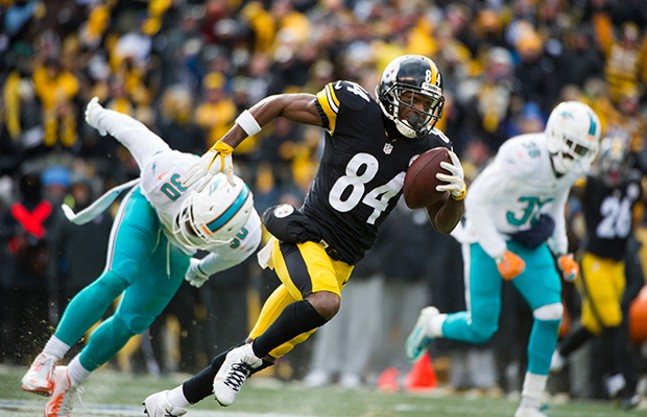 Antonio Brown moves up field against the Miami Dolphins on Sun. Jan. 8, 2017 - CP PHOTO BY VINCENT PUGLIESE
