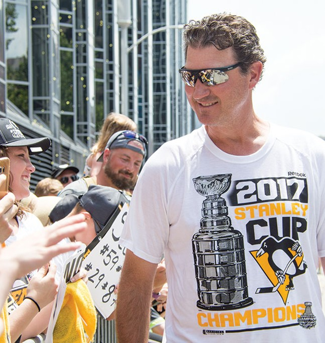 Mario Lemieux in the 2017 Stanley Cup victory parade - CP PHOTO BY JORDAN MILLER