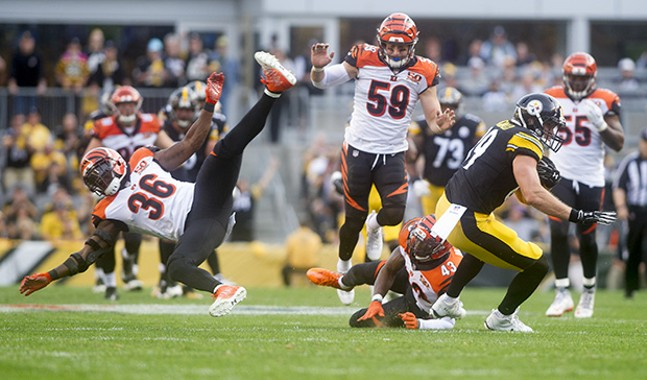 Vance McDonald cuts past a diving Shawn Williams of the Cincinnati Bengals.