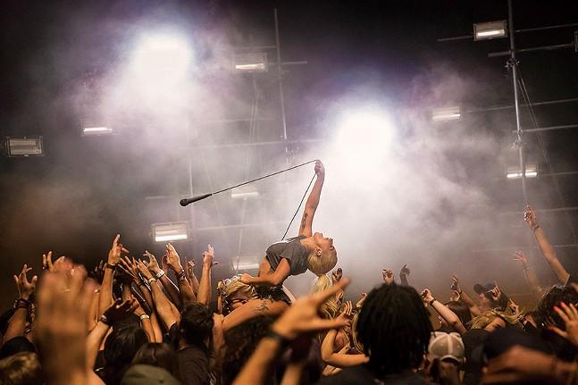 musicpicks_ladagaga_46.jpg