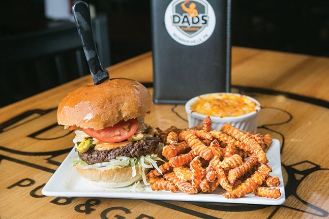 """The 10 oz. Big """"E"""" burger with Cajun seasoning, peppers and hot pepper cheese, with a side of mac-and-cheese - CP PHOTO BY JOHN COLOMBO"""