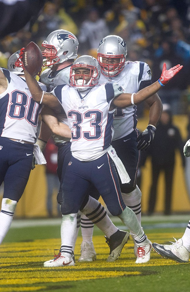 Patriots Dion Lewis celebrates the touchdown that put the Patriots ahead late in the fourth quarter.