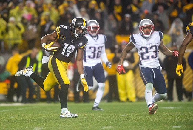 Juju Smith-Schuster breaks away from the Patriots defense for a 67-yard reception late in the fourth quarter.