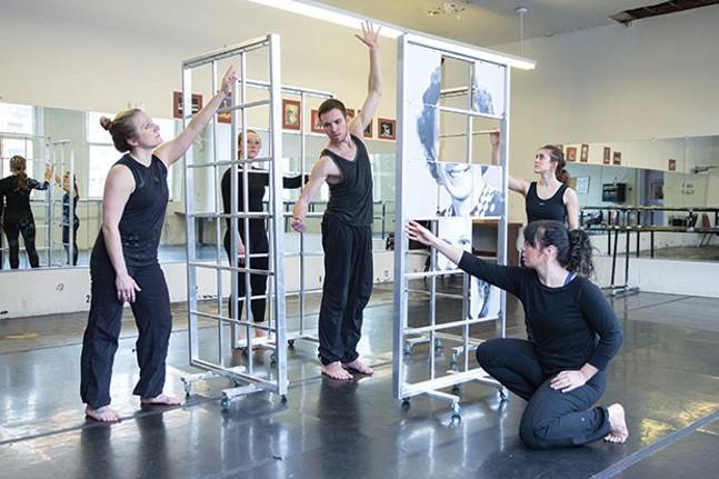 Shana Simmons, JoAnna Dehler, Brady Sanders, Sara Spizzichini and Jamie Erin Murphy rehearse The Missing Peace - CP PHOTO BY JOHN ALTDORFER