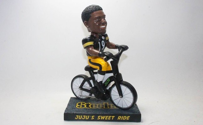 JuJu Smith-Schuster bike bobblehead - PHOTO COURTESY OF NATIONAL BOBBLEHEAD HALL OF FAME AND MUSEUM