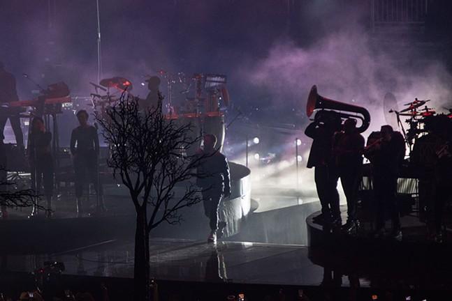 Justin Timberlake's silhouette.