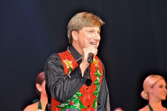 mark_milovats_christmas_publicity_photo_2018_1_1.jpg