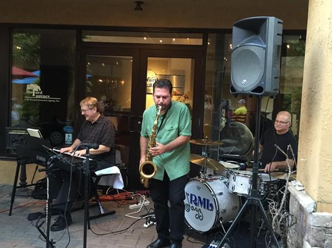 rml-jazz-trio-at-table-86.jpg
