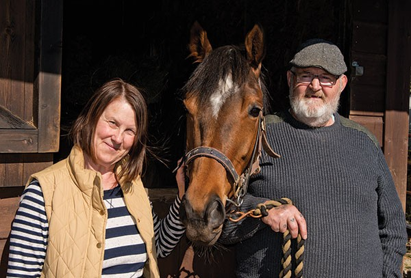 Dream Alliance, flanked by two of his owners