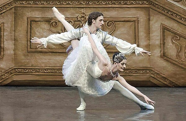 Olga Kifyak and Evgeniy Svetlitsa in Russian Grand Ballet's Sleeping Beauty