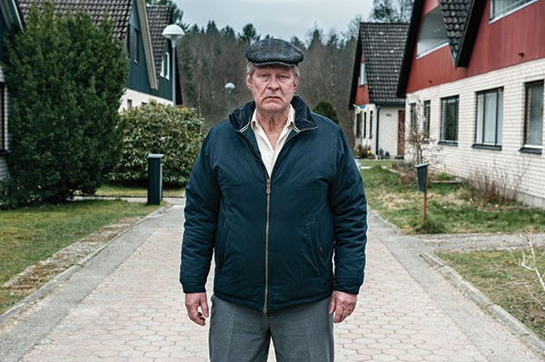 Ove (Rolf Lassgård) on patrol in his street
