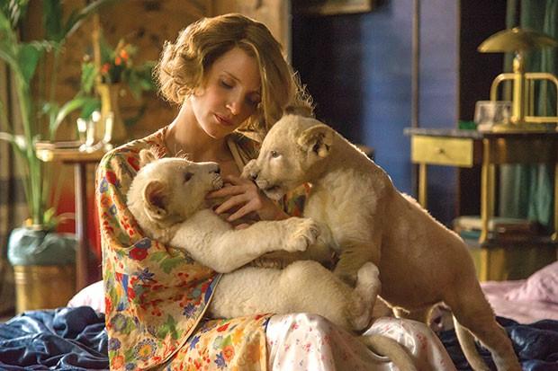 Antonina Zabinski (Jessica Chastain), in happier, pre-war times