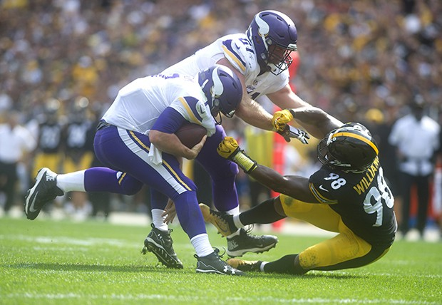 Steelers Vince Williams takes down Vikings quarterback Case Keenum.