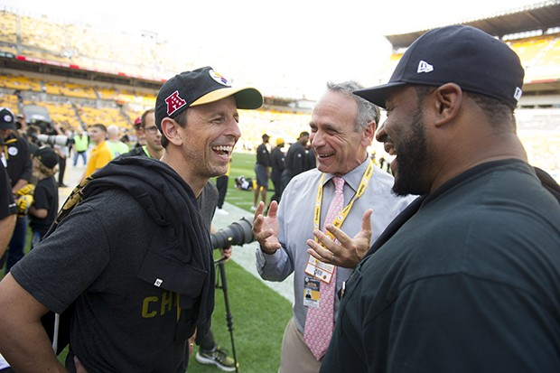 'Late Night' host Seth Meyers and former Pittsburgh Steeler Jerome Bettis trade stories on the sidelines before the game.