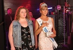 <i>Dumplin'</i> is a heartwarming movie about body image, pageants, and Dolly Parton
