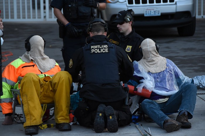 ICE protesters blocking bus full of detainees arrested