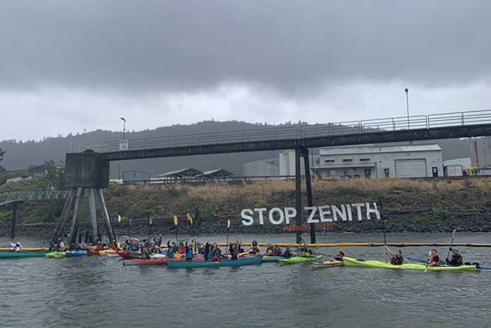 Mosquito Fleet kayakers protest Zenith of the Willamette River.