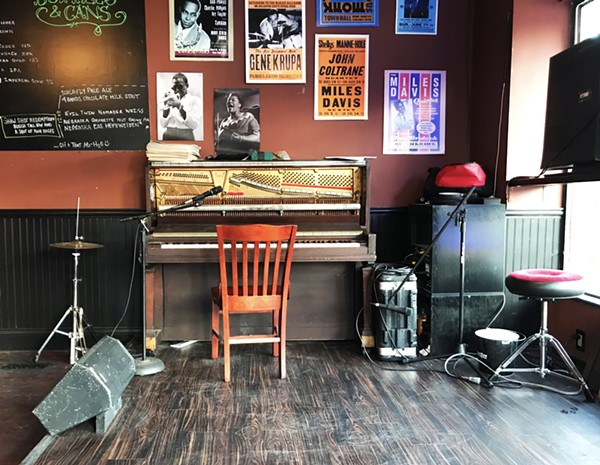 1914 STEINWAY PIANO ON STAGE READY FOR LIVE JAZZ | SARA GRAHAM